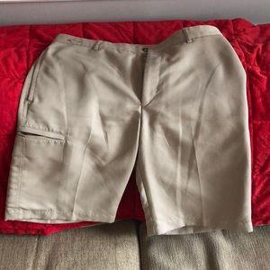 Greg Norman golf shorts. Size 32